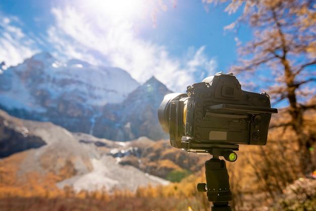 Photographie, la caméra est un paysage de montagne