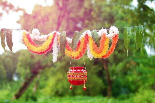 Photographie du festival dahi handi en inde