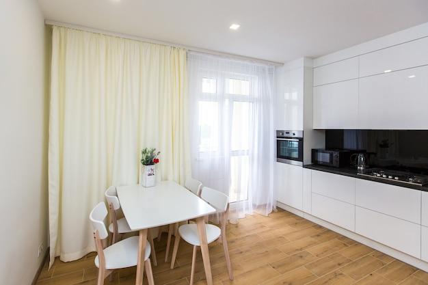 Photographie d'intérieur grand studio de cuisine blanc blanc