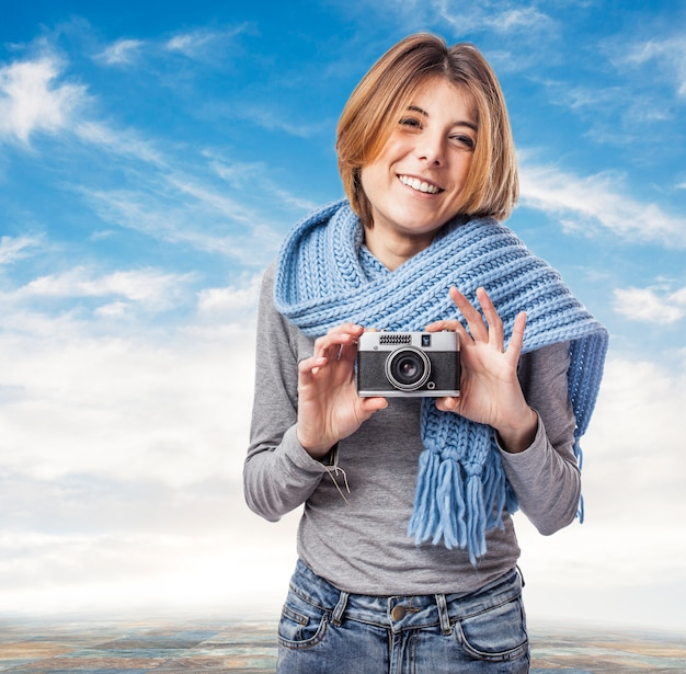 Photographie jeunesse caméra femme décontractée