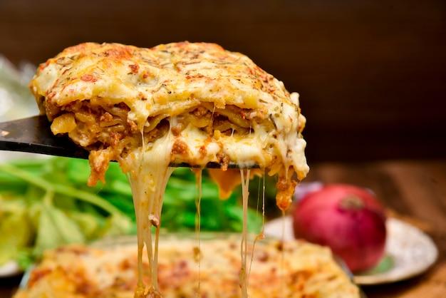 Photographie de nourriture de lasagne au boeuf