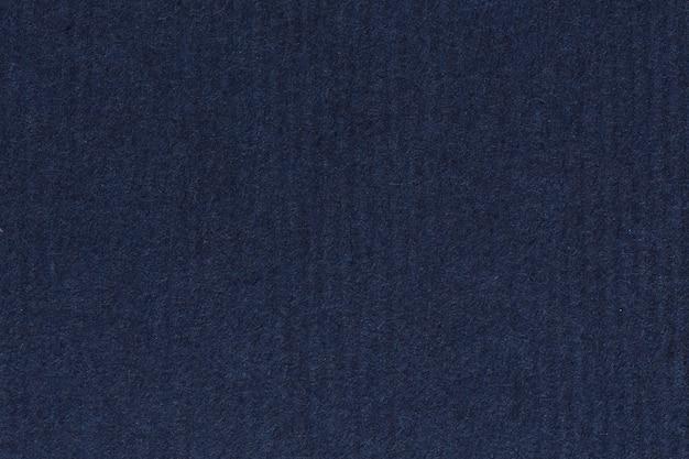 Photographie de papier à rayures recyclées bleu marine foncé et foncé, grain extra grossier, échantillon de texture grunge. photo haute résolution.
