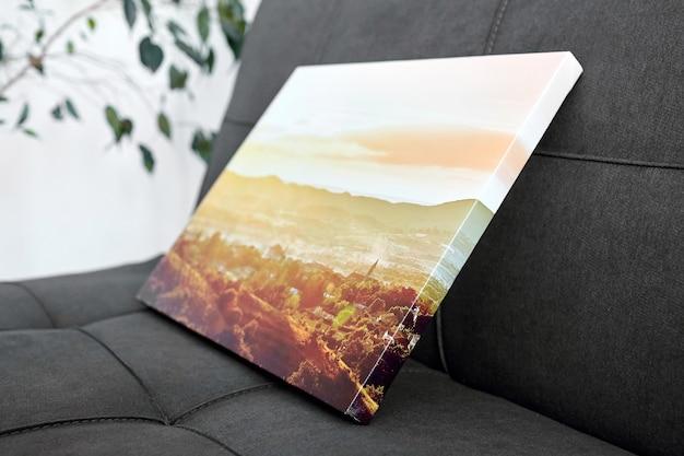 Photographie de paysage d'impression sur toile étirée sur une barre de civière avec un décor intérieur enveloppant de galerie