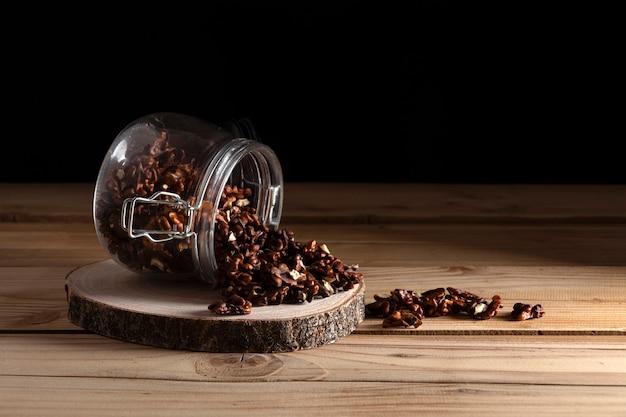 Photographie sombre de noix