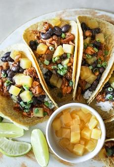 Photographie de tacos végétaliens faite maison