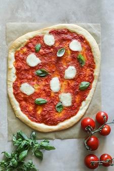 Photographie végétarienne faite maison de nourriture de pizza de margherita