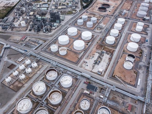 Photographies aériennes d'usines de raffineries de pétrole