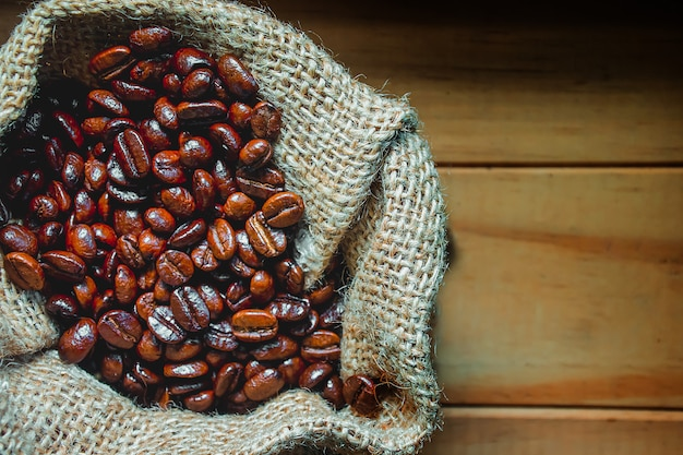Photos de grains de café dans un sac