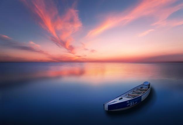 Photos de lacs tranquilles et de bateaux