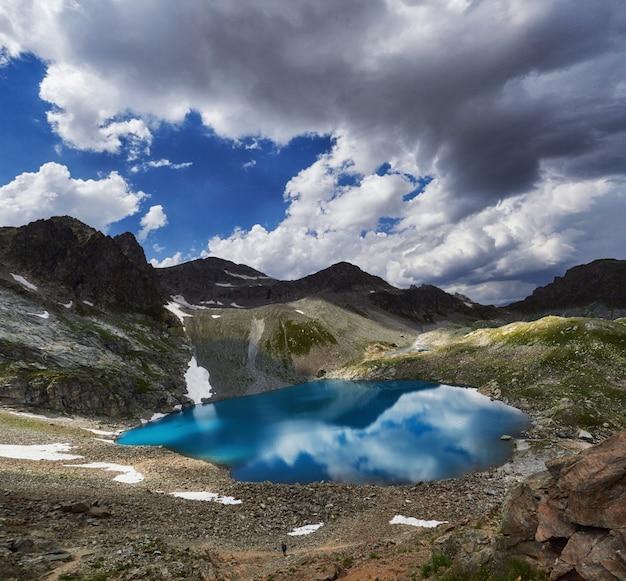 Photos panoramiques montagnes de la vallée du caucase arkhyz, russie
