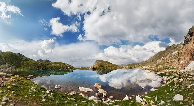 Photos panoramiques printemps vallée montagnes du caucase arkhyz, russie.
