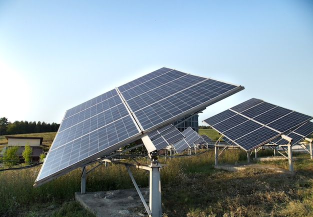 Photovoltaïque dans l'énergie solaire des centrales électriques à partir du naturel.