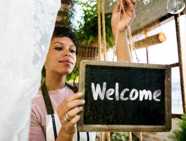 Phrase de bienvenue disponible lancement ouvert