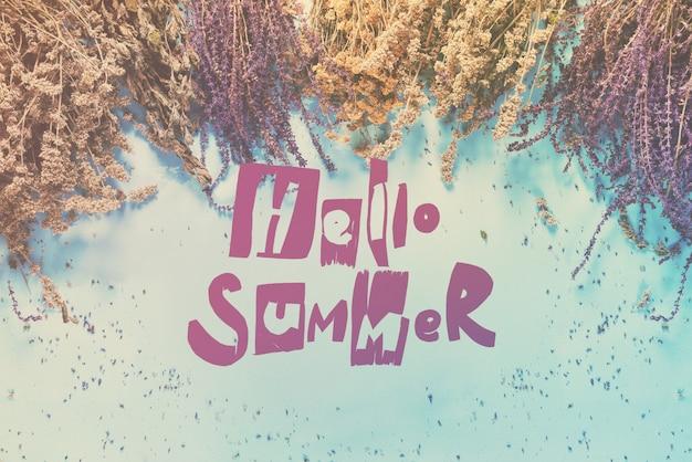 Phrase hello summer sur un bouquet d'herbes sèches
