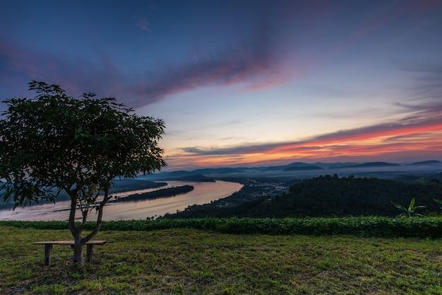 Phu-lum-duan, paysage du mékong à la frontière entre la thaïlande et le laos, province de loei, thaïlande