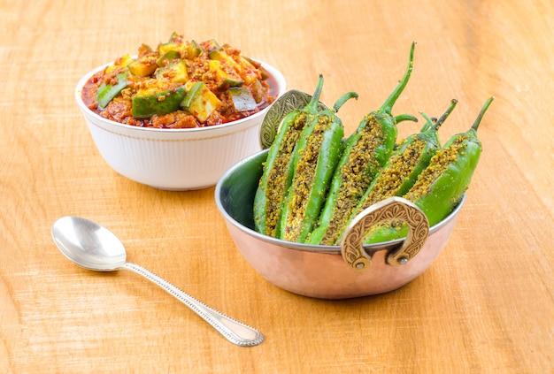 Pickle piment vert indien épicé avec cornichon à la mangue