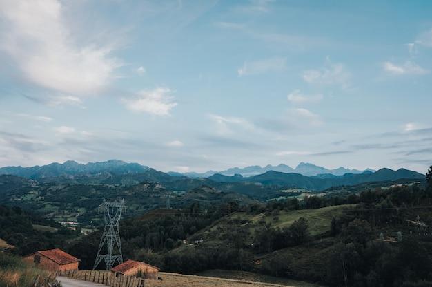 Picos de europa (pics d'europe) une chaîne de montagnes faisant partie des montagnes asturiennes dans le nord de l'espagne.