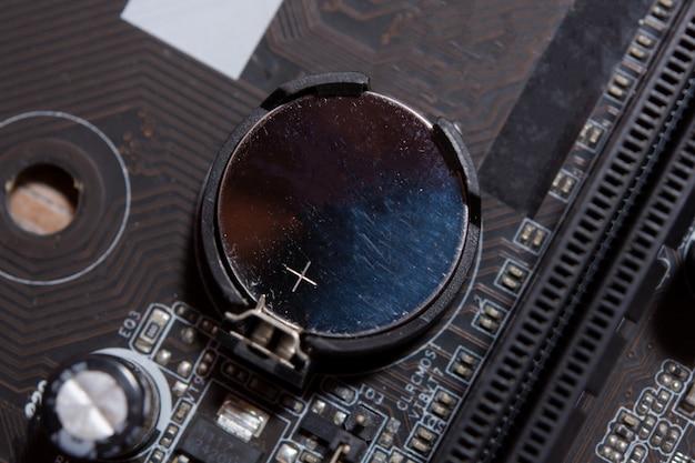 Pièce de batterie au lithium sur la carte mère d'ordinateur