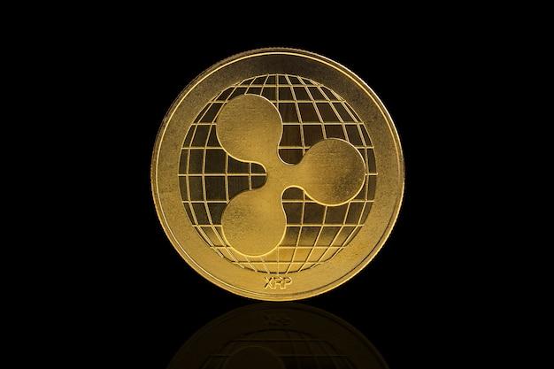 Pièce de crypto-monnaie ripple sur fond noir