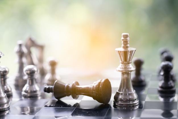 Pièce d'échecs sur vert