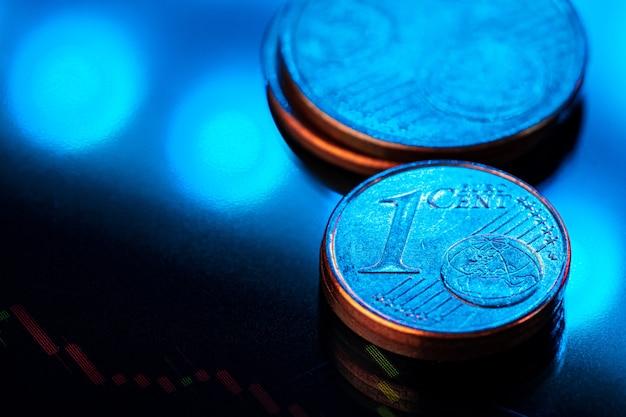 Pièce en euro sur le graphique boursier. concept d'investissement financier. fermer.
