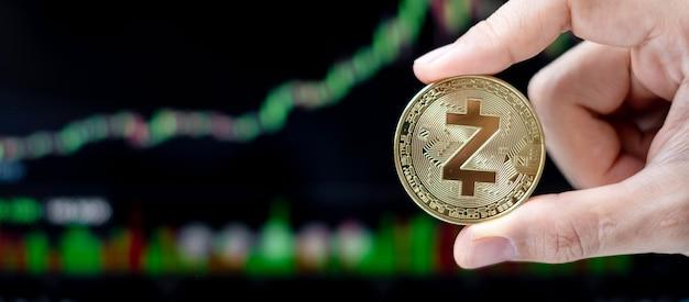 Pièce de monnaie de crypto-monnaie golden zcash avec fond graphique de bougie