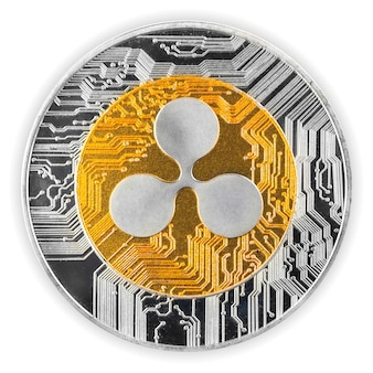 Pièce de monnaie crypto-monnaie ripple isolée sur fond blanc, vue rapprochée de la pièce crypto physique