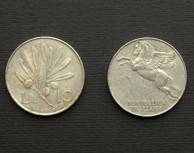 Pièce de monnaie italienne vintage isolée