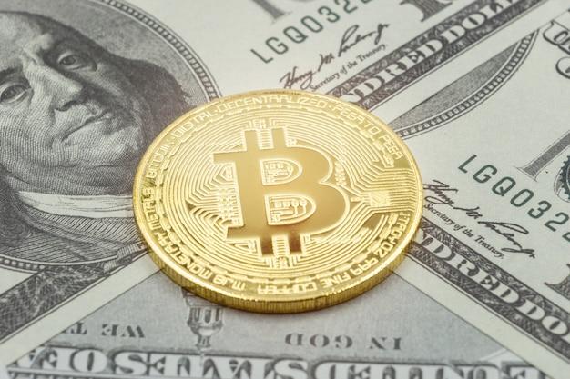 Pièce de monnaie en or bitcoin en dollars américains. concept d'entreprise de crypto-monnaie