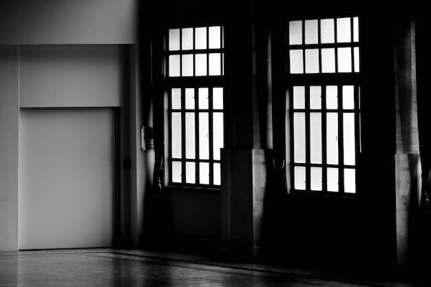 La pièce vide est sombre - fond intérieur
