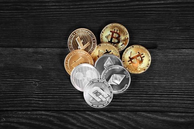 Pièces d'argent et d'or avec crypto monnaie