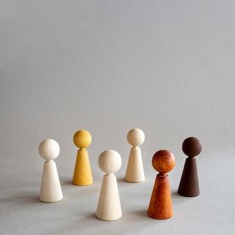 Pièces en bois d'échecs avec copie-espace