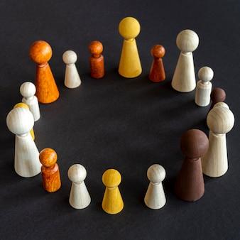 Pièces en bois d'échecs en forme de cercle