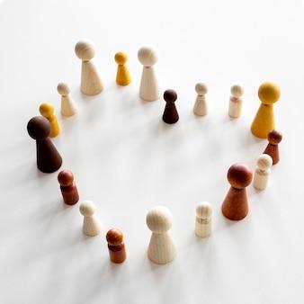 Pièces en bois d'échecs en forme de coeur