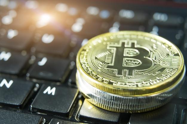 Pièces de crypto-monnaie - bitcoin, litecoin, ethereum, ripple