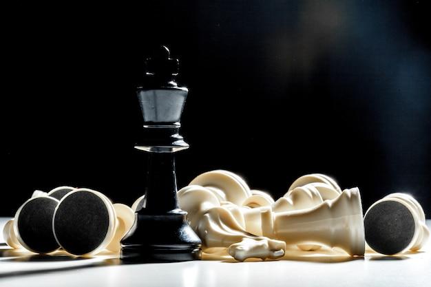 Pièces d'échecs en noir et blanc