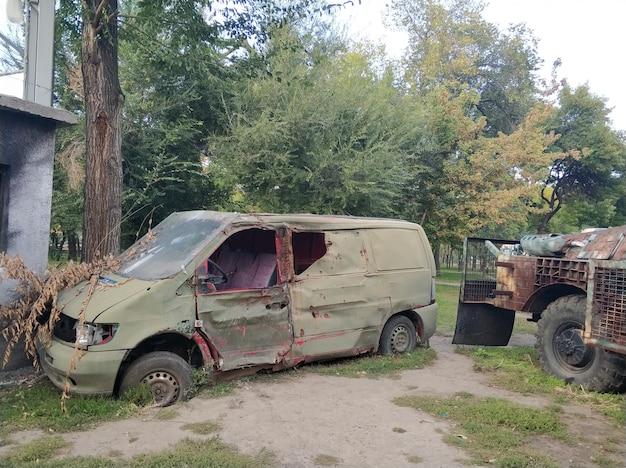 Pièces d'équipement militaire détruit lors d'une exposition consacrée aux opérations militaires