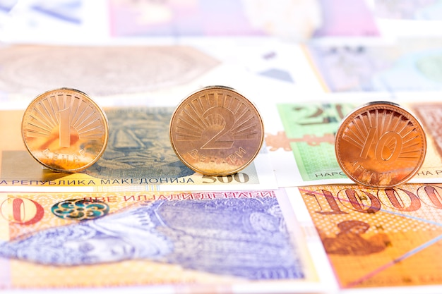 Pièces de monnaie en denar macédonien