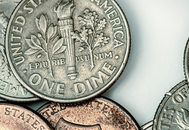 Pièces de monnaie en dollars américains dans la photographie en gros plan