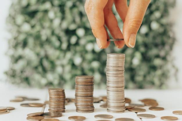 Pièces de monnaie empilées finance croissance