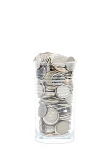 Pièces de monnaie sur fond blanc