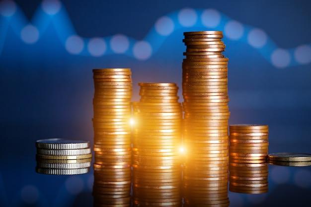 Pièces de monnaie sur le fond du graphique. concept de finance et de compte bancaire
