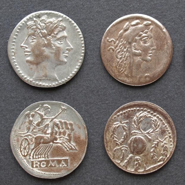 Pièces de monnaie romaines et grecques antiques