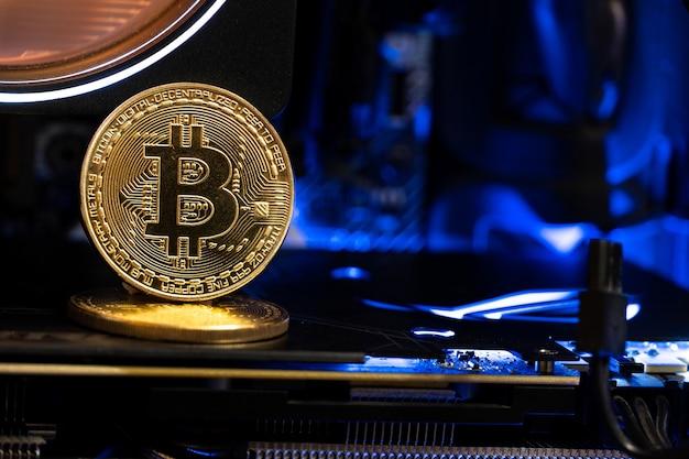 Pièces d'or bitcoin sur un gpu.future d'argent.