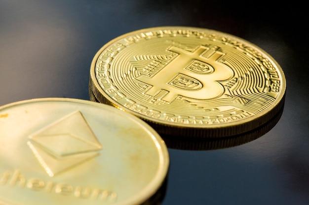 Pièces d'or de crypto-monnaie - bitcoin, ethereum, litecoin