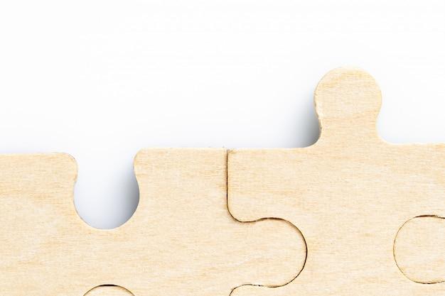 Pièces de puzzle manquantes sur blanc