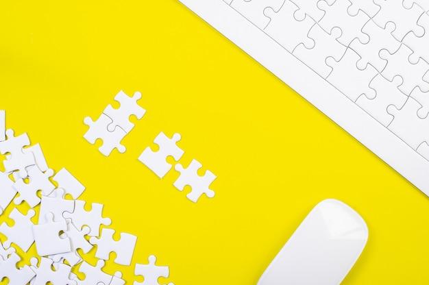 Pièces de puzzle et souris