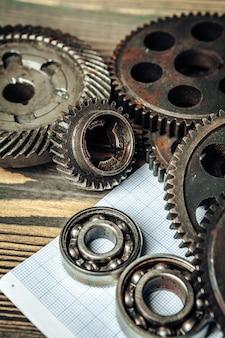 Pièces de voiture sur papier millimétré pour l'ingénierie automobile