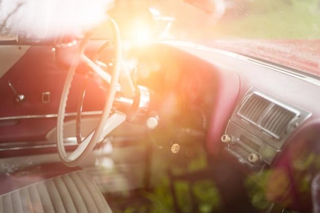 Pièces de la voiture vintage rouge