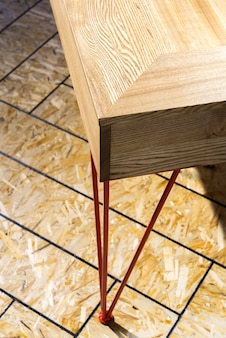 Pied de table en métal au sol